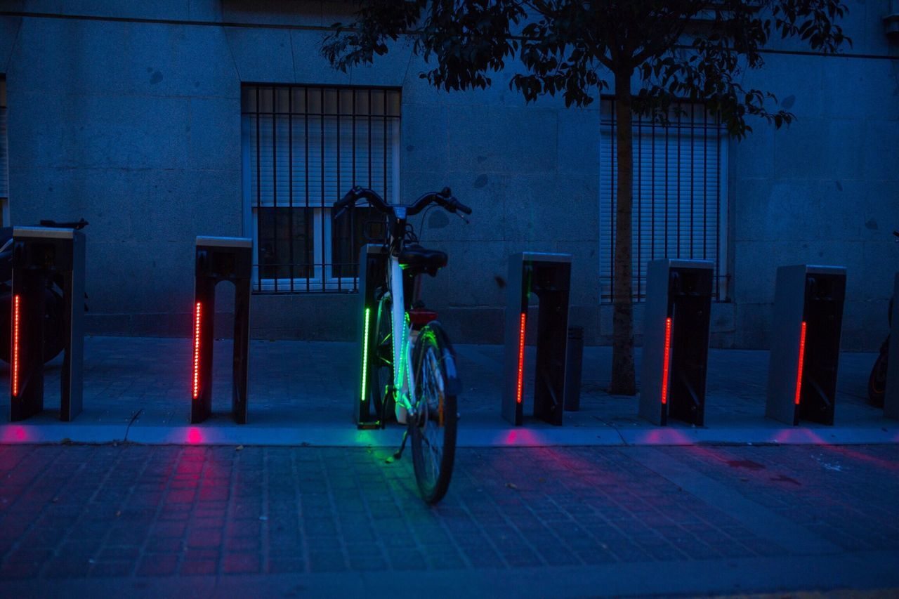 Lonely bicycle Bicycle Parking Electric Bicycle Madrid Streetphotography Nightphotography EyeEm Best Shots Cities At Night