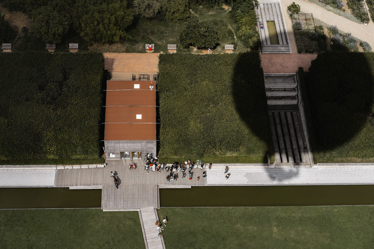 🎈 View From Above Aerial View Aerial Shot Balloon Outdoors Architecture Building Exterior Lawn Grass Geometry People Shadow Light And Shadow EyeEm Selects