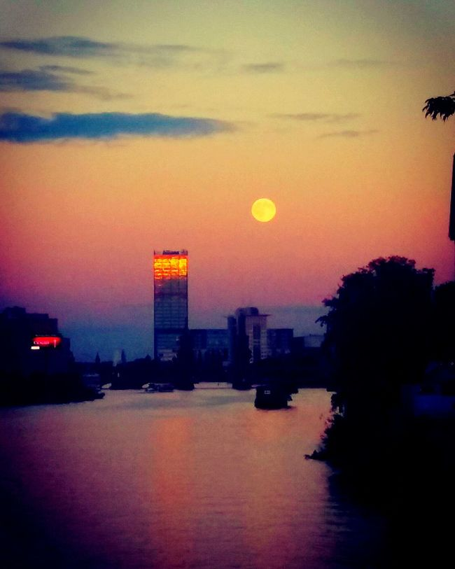 Sunset Sun Waterfront Architecture Building Exterior Built Structure Water Sea Moon Silhouette Sky Romantic Sky Full Moon City Cloud River Illuminated Berliner Ansichten Berlin Travel Destinations Dramatic Sky Outline Moonlight Moonshine Moonset