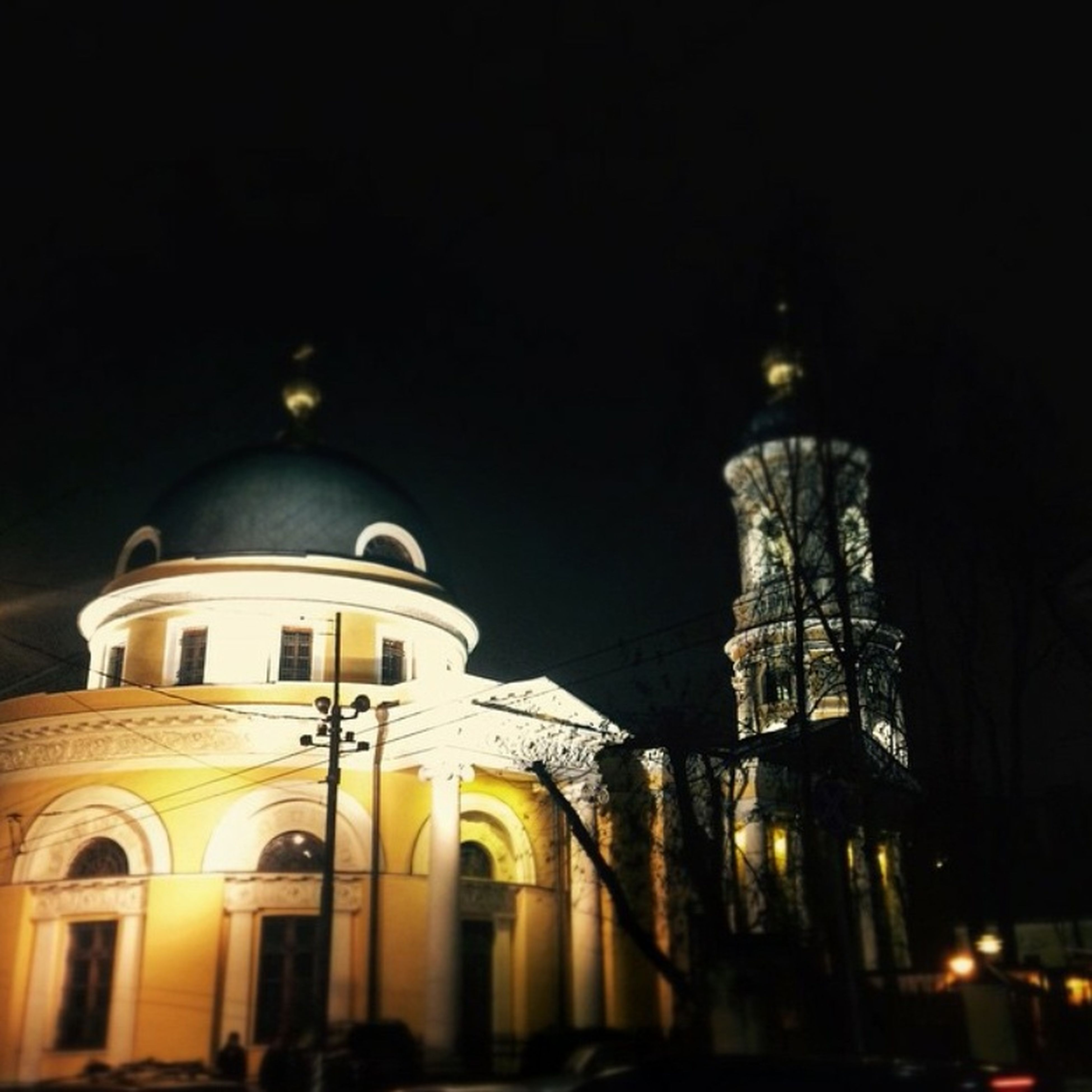 architecture, built structure, building exterior, dome, illuminated, night, low angle view, place of worship, church, religion, city, spirituality, famous place, travel destinations, cathedral, street light, sky, clear sky