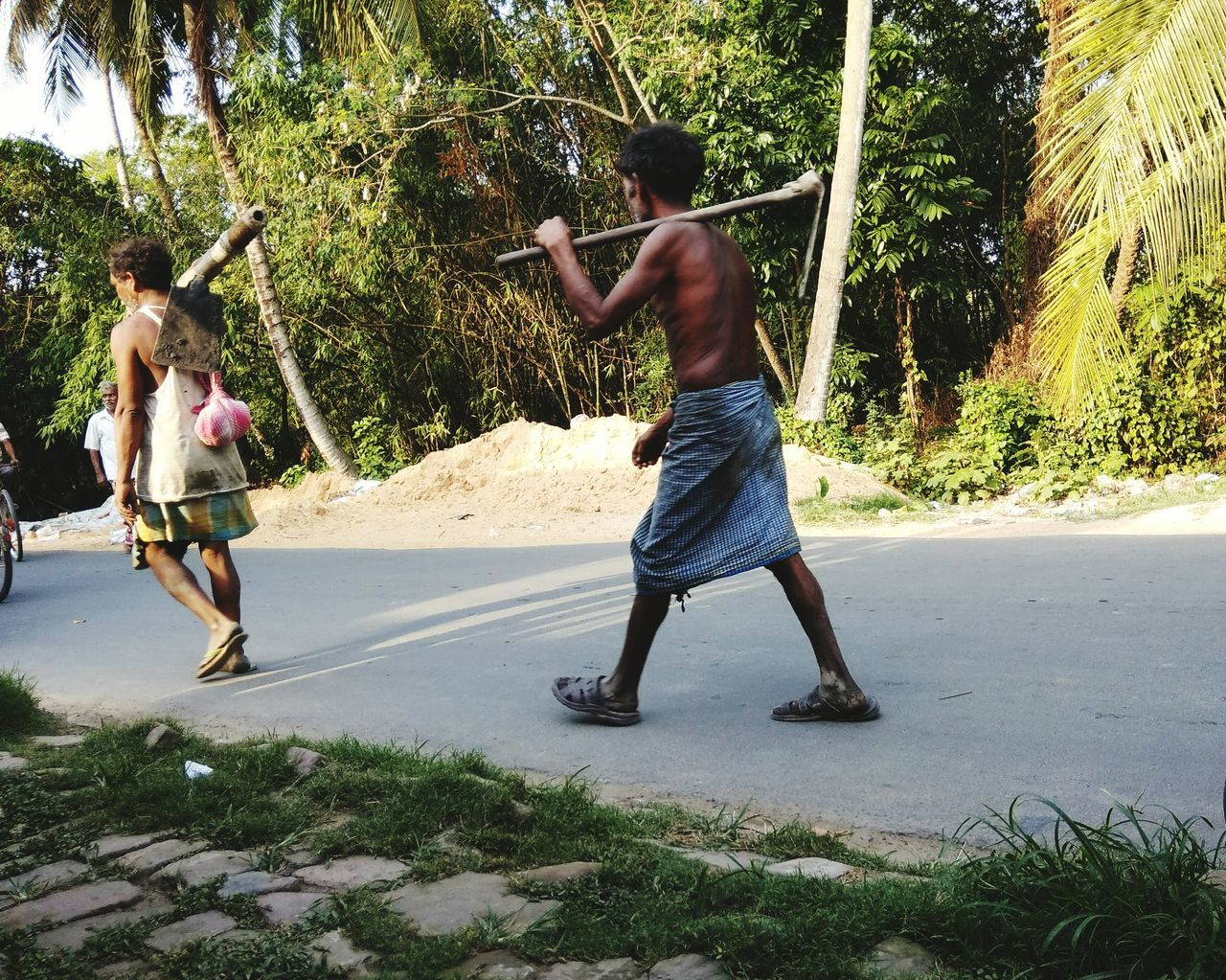 Labour Hardwork Real People Motion Men With Their Weapon They Work We Play The Street Photographer - 2017 EyeEm Awards The Street Photographer - 2017 EyeEm Awards Investing In Quality Of Life The Week On EyeEm