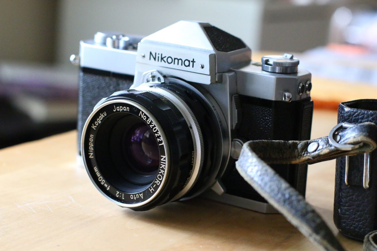 camera - photographic equipment, photography themes, table, indoors, technology, focus on foreground, camera, close-up, old-fashioned, no people, digital camera, photographing, digital single-lens reflex camera, slr camera, day