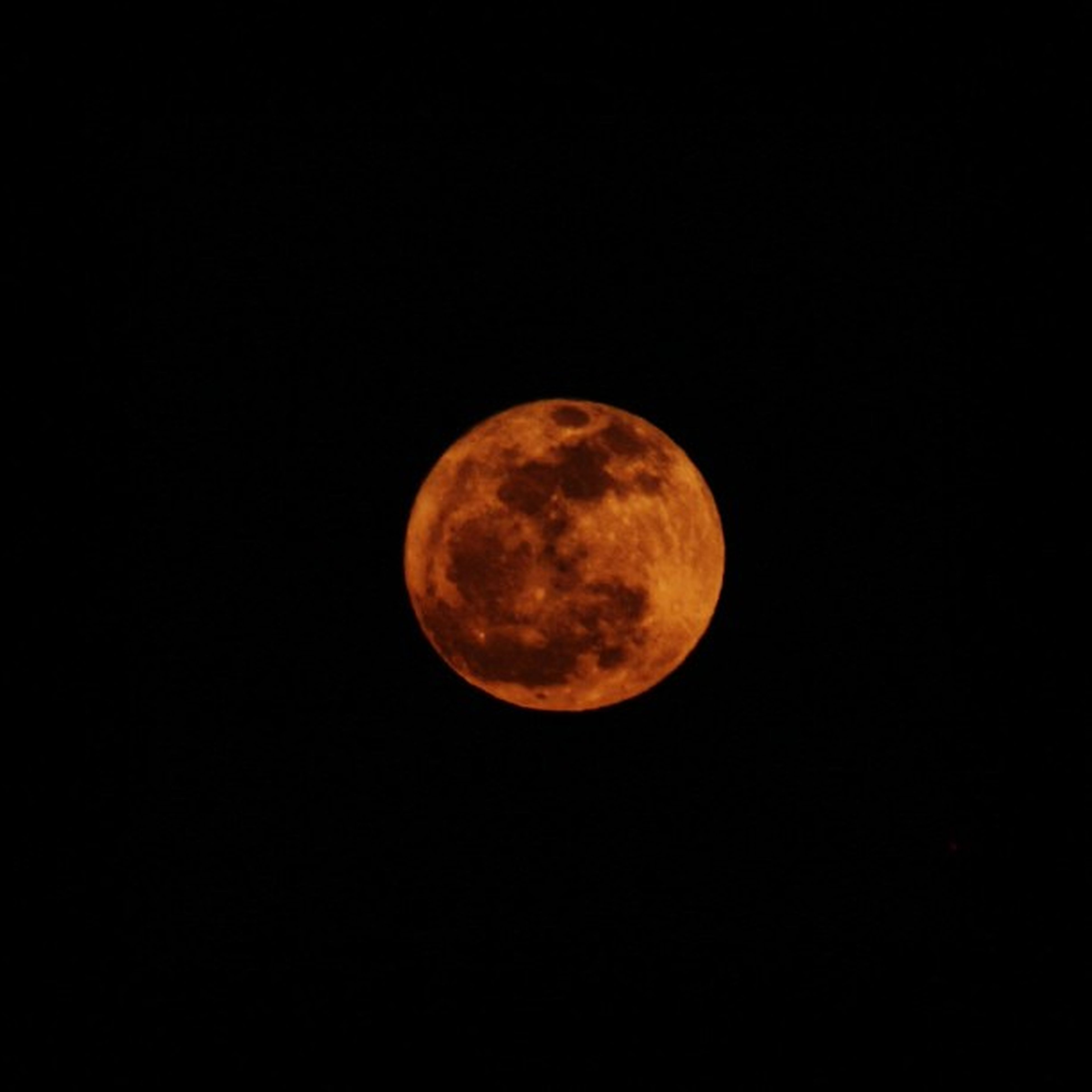 moon, astronomy, full moon, planetary moon, night, moon surface, beauty in nature, scenics, tranquil scene, copy space, tranquility, discovery, space exploration, sphere, circle, nature, clear sky, majestic, low angle view, idyllic