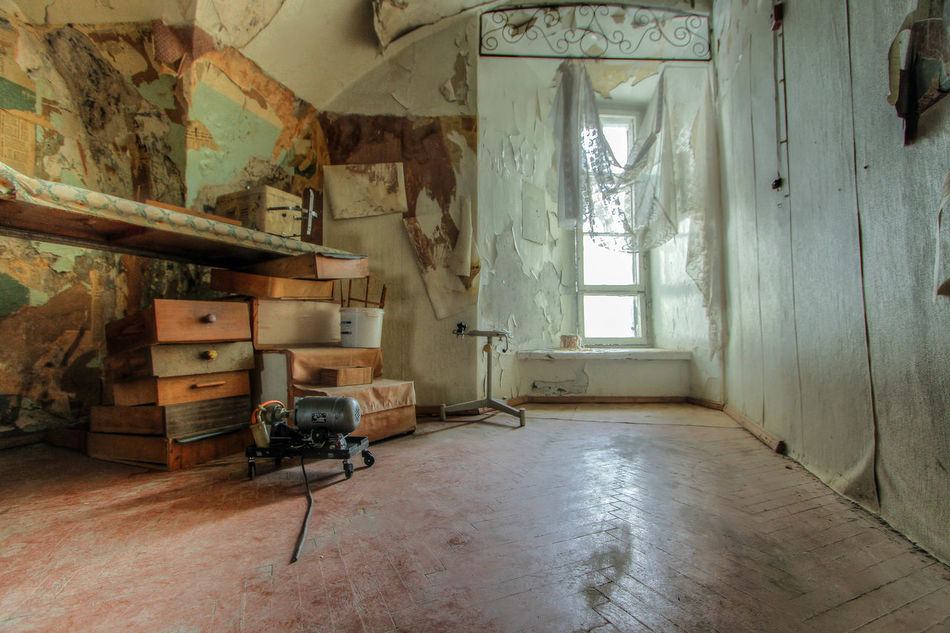 Abandoned Places Architecture Day Domestic Life Home Interior Hospital House Indoors  No People Patarei Window
