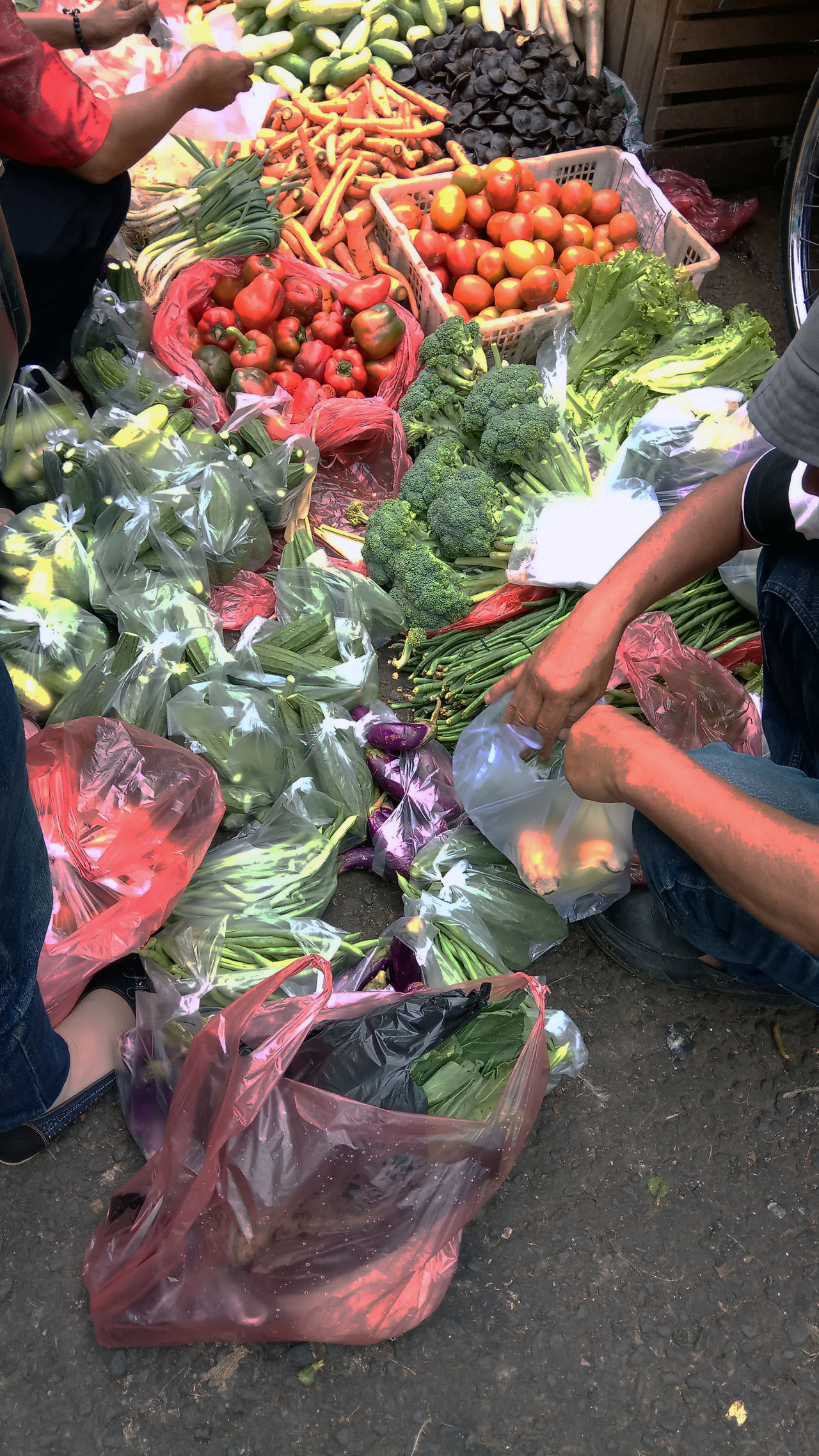 Transactions in traditional markets Choice Day Food Food And Drink For Sale Freshness Healthy Eating Holding Human Body Part Human Hand Lifestyles Market Men Occupation Outdoors People Real People Retail  Streetphotography Variation Vegetable Women Working