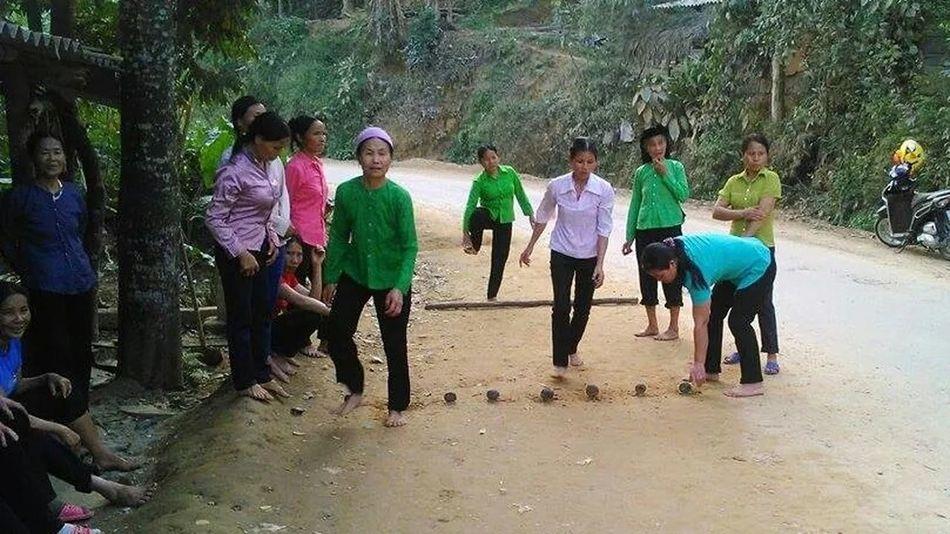 Đánh BÀM- Một trò chơi dân gian của người dân tộc TÀY, huyên NA HANG, tình TUYÊN QUẠNG- VIETNAM.