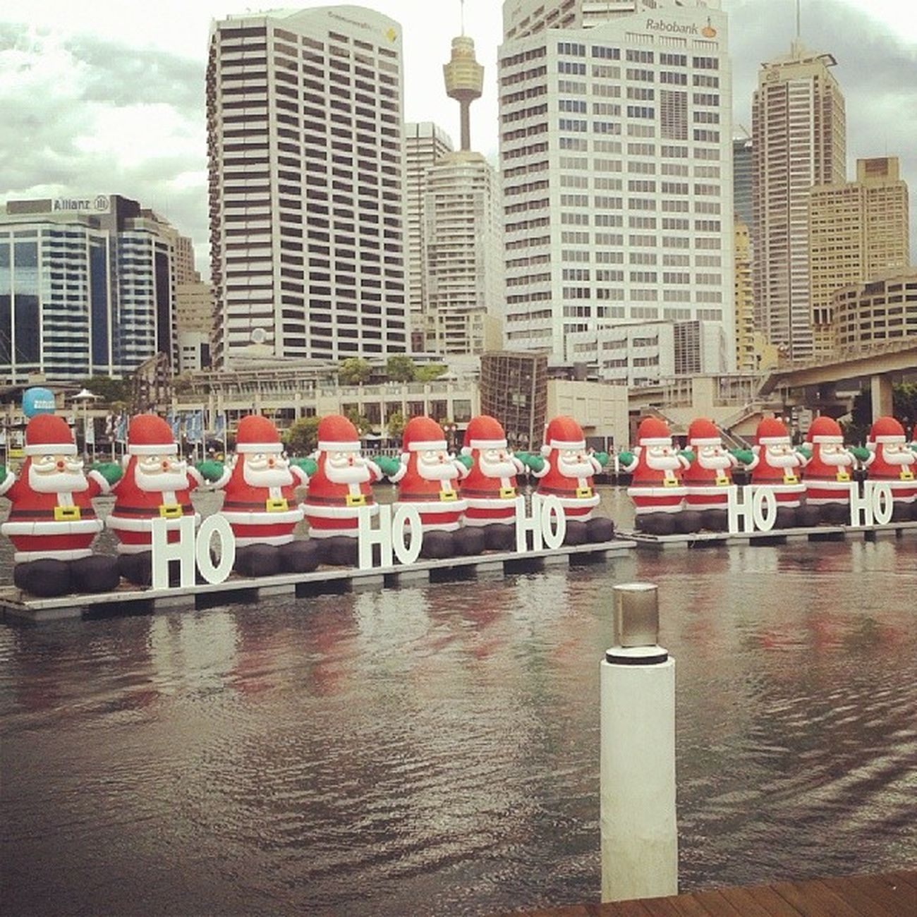 Darling Harbour Sydney Joyeux Noël ! Père Noël Christmas Around The World
