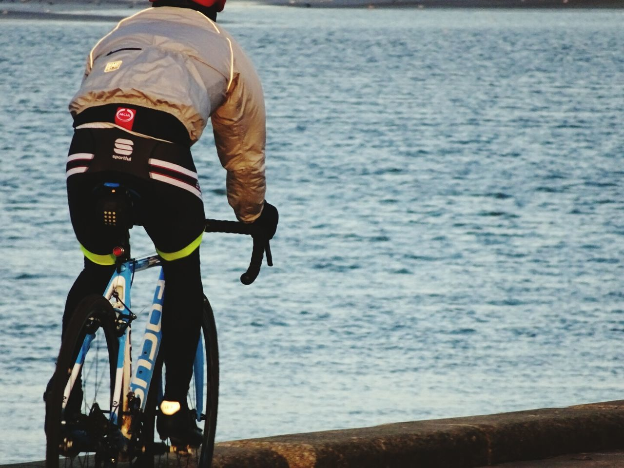 real people, sea, water, one person, lifestyles, bicycle, leisure activity, rear view, outdoors, men, cycling, day, riding, full length, nature, horizon over water, sky, people