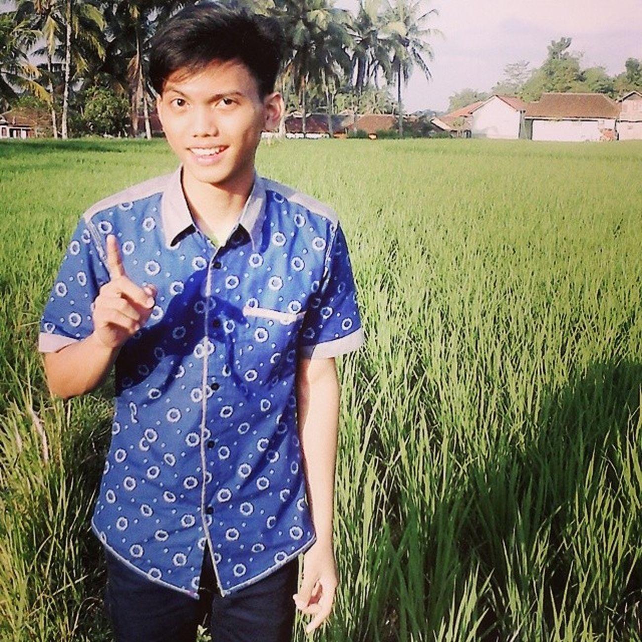 jangan nakal yaa :D NgomongSamaSawah MCR Bfmv A7x NoonShoot UMB Tasikmalaya Tasik Indonesia SelfieDay Selfie SabodoTeuing