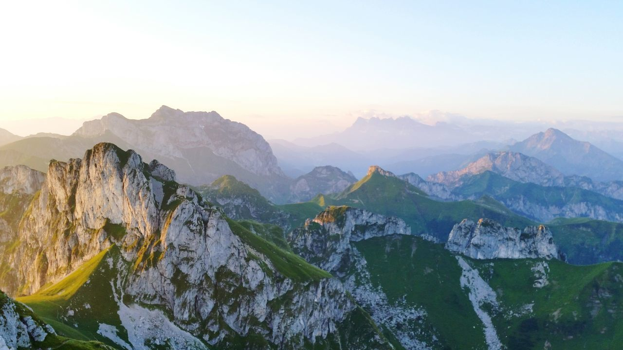 Beautiful stock photos of sonnenaufgang, Beauty In Nature, Dawn, Green Color, Idyllic