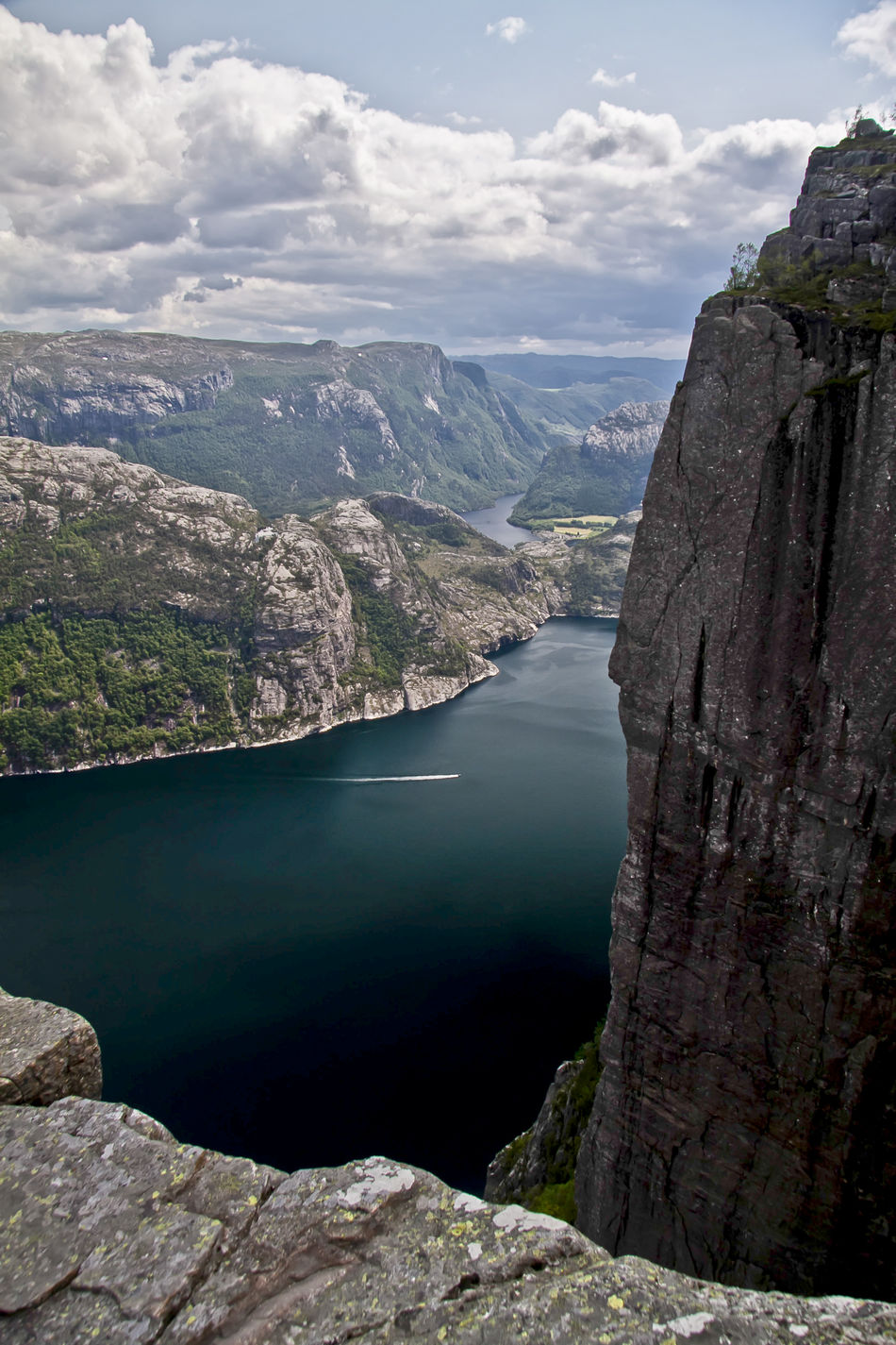 Beauty In Nature Landscape Mountain Mountain Range Nature Noruega Norway Outdoors Prekestolen Rock Formation Tranquil Scene Water