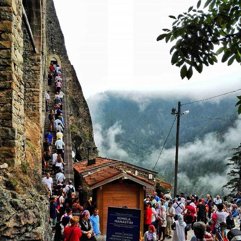 دير أو معبد سوميلا التاريخي، مشكا Sumela Macka تركيا تركيا_بعيون_عربيه عدسة_طرابزون عدسة_تركيا طرابزون North_turkey Turkey Ar_trabzon Travel_tourist Travel4arab Saudi_travel Safartime Tourist_lover Travel_tour Amaken_Tourist Mekanim Amazing_tours Amazing_tourist Nature Trabzon