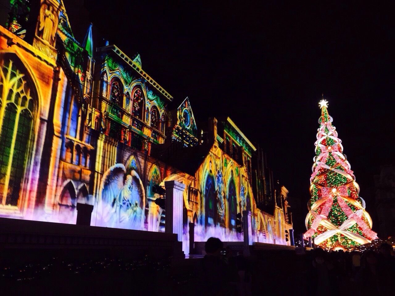 Night Illuminated Low Angle View Celebration Christmas Building Exterior Architecture Christmas Tree Universal Studios Japan 2015  No People Multi Colored Christmas Decoration