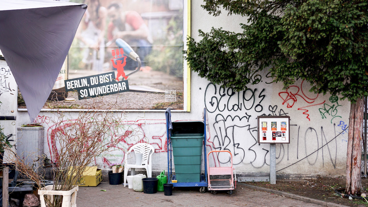 ironic advertisement Abandoned Advertising Berlin Chewing Gum Contrast Ironic  No People Rotten Street Street Photography Streetphotography Tags Text