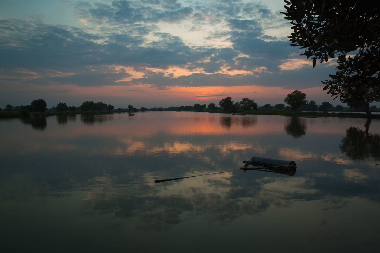 Morning show Outdoors Landscape Nature Beauty In Nature Water Reflections Morning Sunrise Morning Glory Morning Glow Morning View Morning Morning Light Sunrise Sky Cloud - Sky Lake Water Reflection