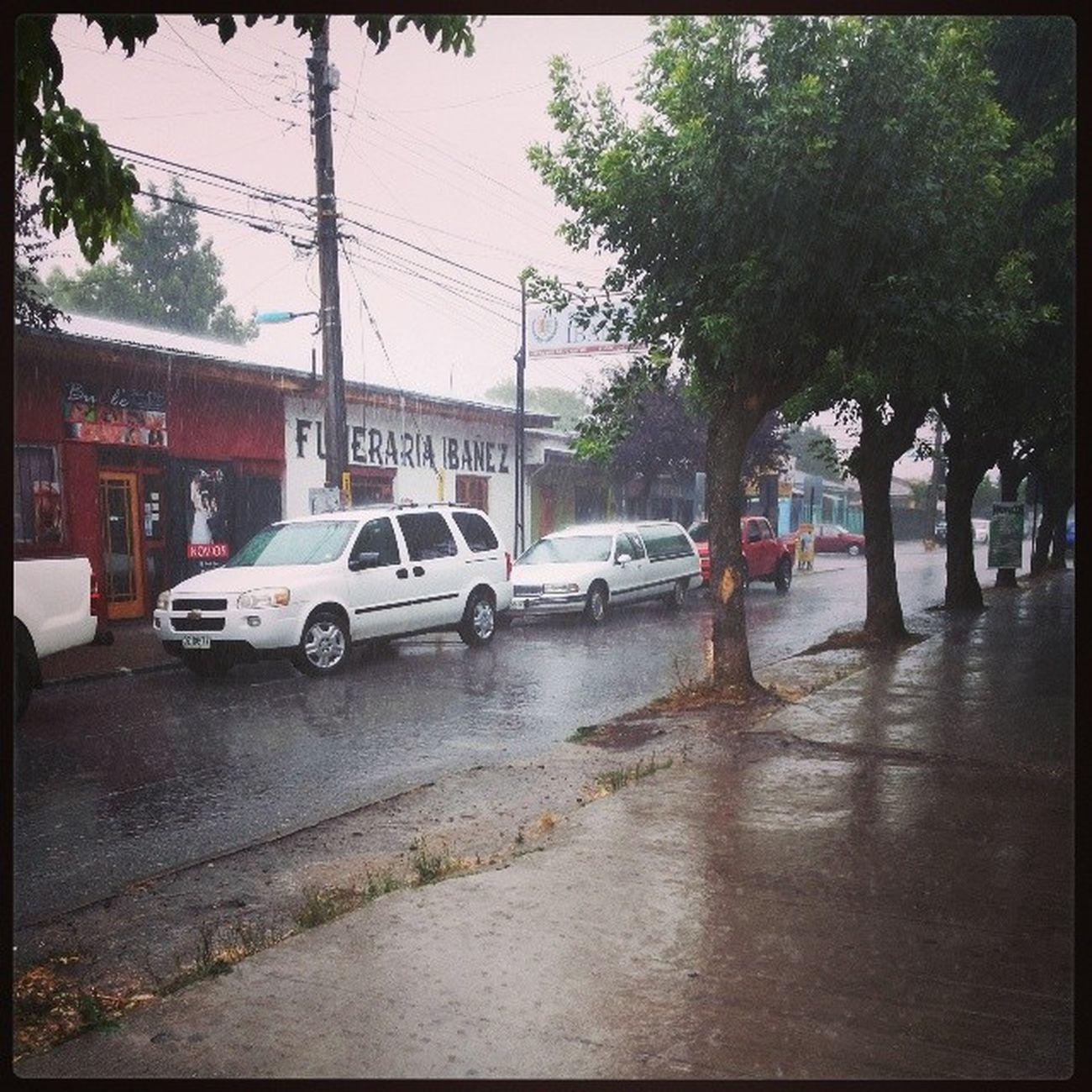 Como llueve :( y con la javi andamos con calzas y polera Campeonato De Duplas Voley todasmojadas:(