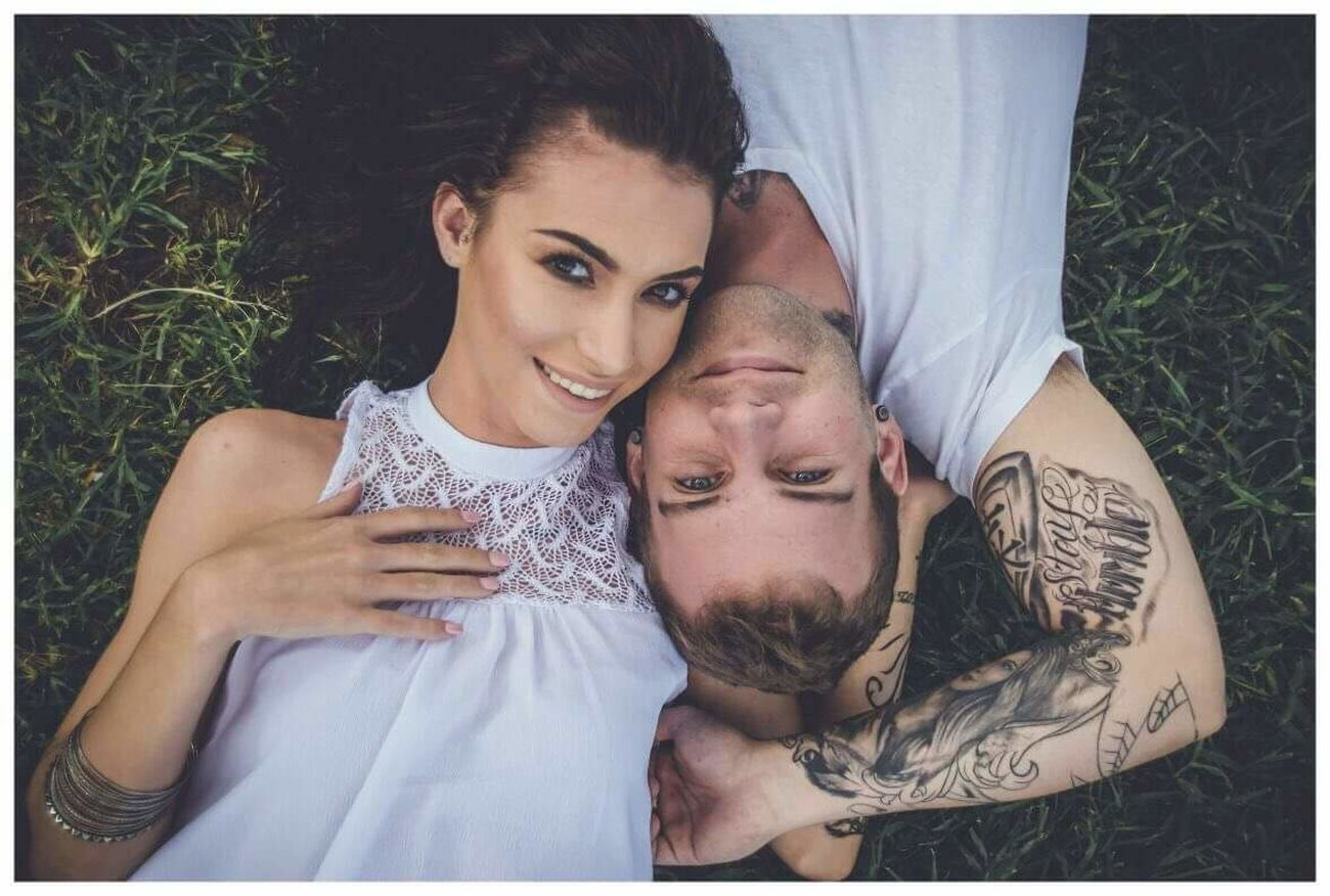Two People Young Adult Togetherness Portrait Young Men Young Women Happiness Lifestyles Women Men Beautiful People Smiling Outdoors Bonding Couple - Relationship Casual Clothing Close-up Tranquility Love Beautiful Woman Beauty Colors and patterns Tattoo Artist Tattoolife Tattooedmen EyeEmNewHere The Portraitist - 2017 EyeEm Awards