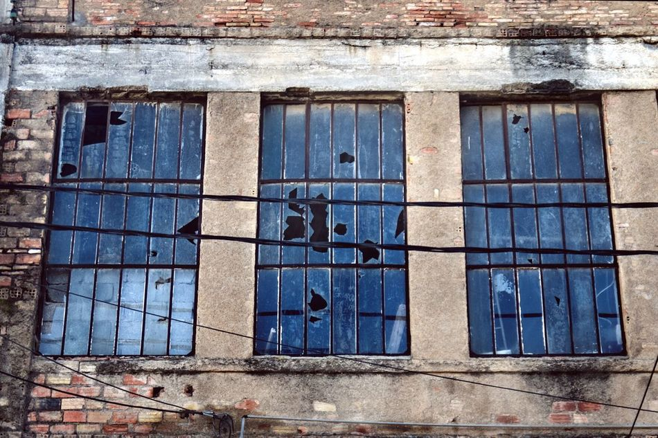 Break The Mold Business Rusty Glass Reflection Glass Art Window Windows And Doors Windowsoftheworld Broken Broken Glass Broken Window Lines And Shapes Lines And Patterns Lines Design Architecture