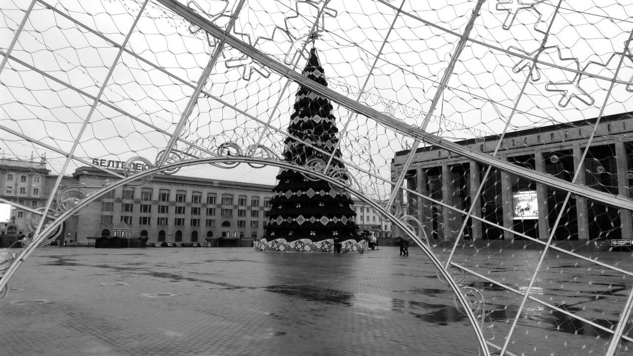 New Year Tree New Year 2016-2017 Main Square City Life City Decoration Outdoors Minsk,Belarus Minsk 3XSPUnity Mobile Photography Black & White Black And White Photography Blackandwhite Photography Adapted To The City