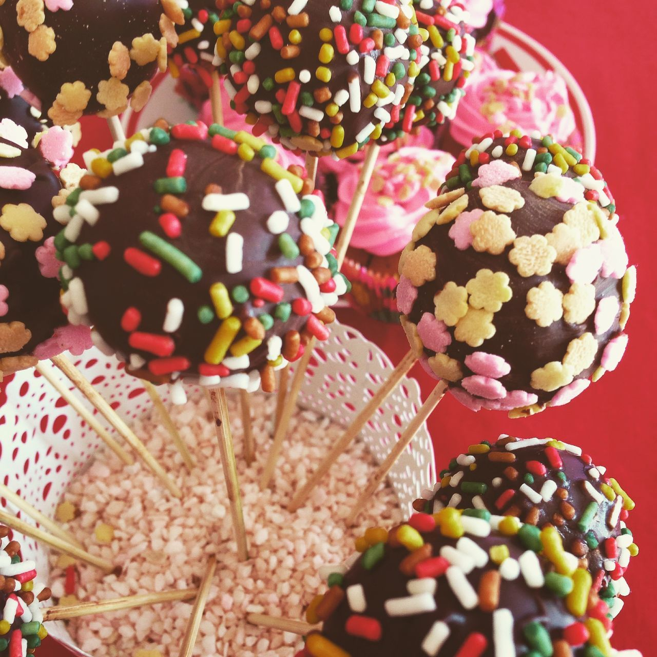 Chocolate cakepops with sprinkles top view Above Cakepop Cakepops Choice Close-up Dessert Food Food And Drink Indoors  Multi Colored Party Pop Popcake Sprinkles Stick Sweet Sweet Food Top View Variation