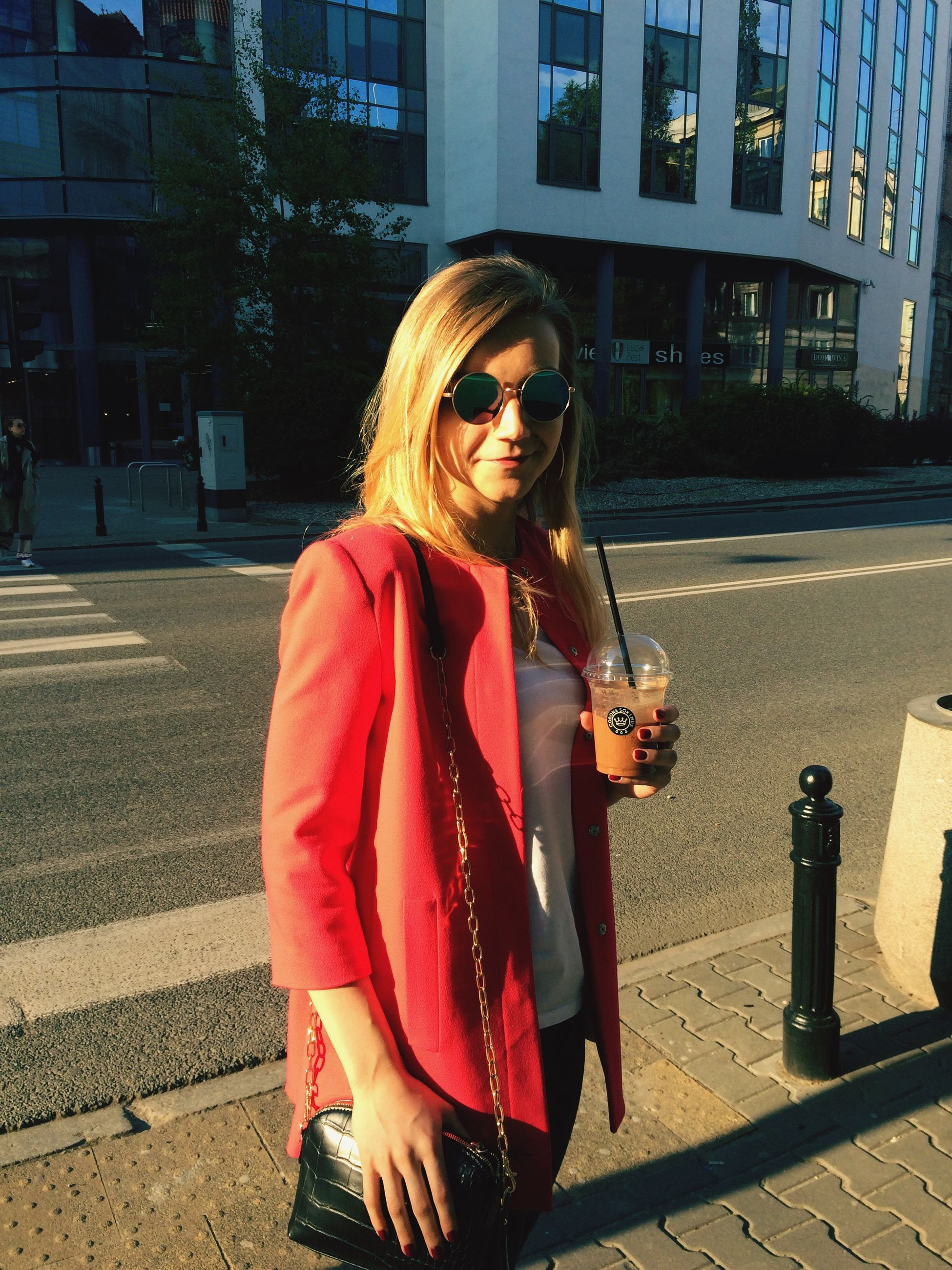 sunglasses, street, building exterior, architecture, real people, outdoors, road, one person, built structure, lifestyles, city, young adult, day, blond hair