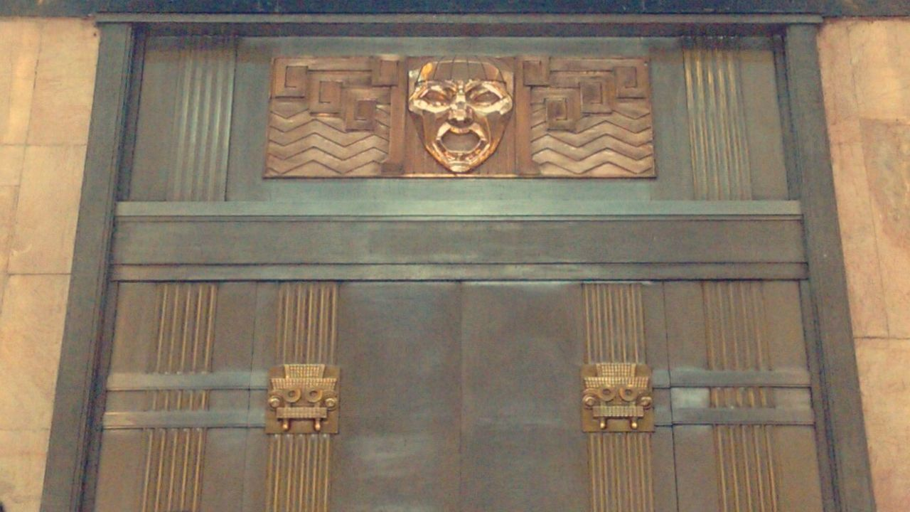 Puerta en Bellas Artes Door History Architecture Built Structure Bellas Artes,México City Bellas Artes, México D.F. Architecture Theater Mexico City Museums Antique Full Frame Close-up Wood - Material No People Day Indoors  EyeEmNewHere