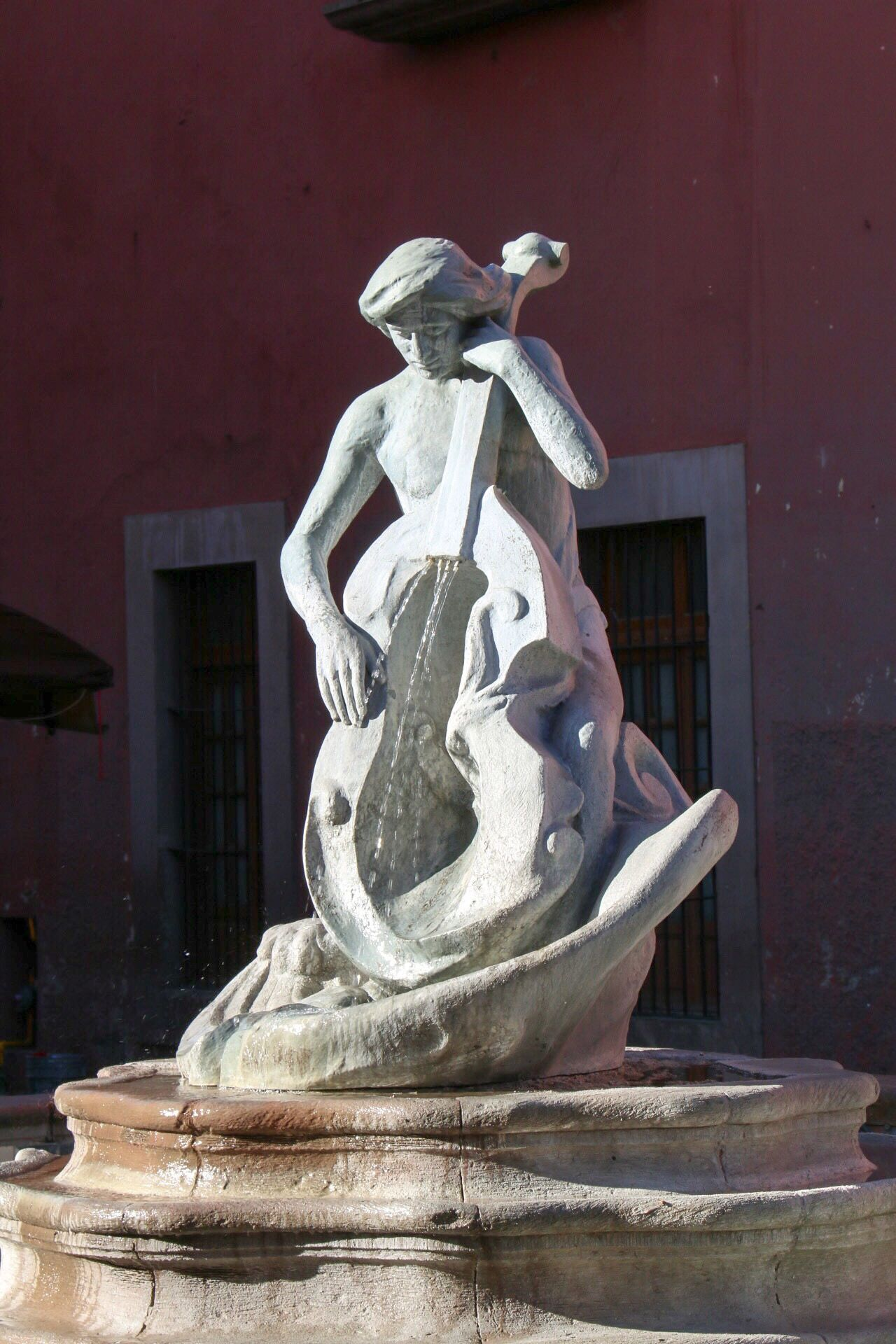 Sculpture Statue Art And Craft Human Representation Building Exterior Travel Destinations No People Outdoors City Day Sculpted Water