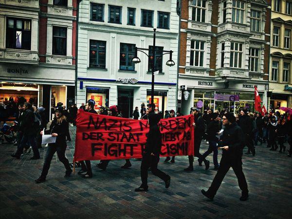 Nazis morden! Der Staat schiebt ab! Fight Rasicm! Demo Racism Roadtrip Streetphotography
