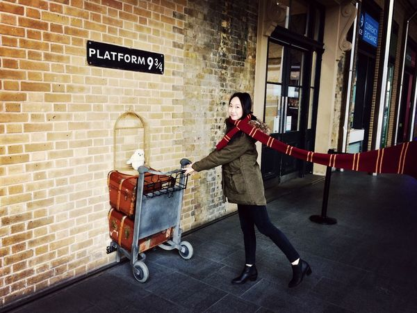 Platform 9 3/4  King's Cross, St Pancras International Feeling Cool  London Harrypotter Scarf That's Me So Sick
