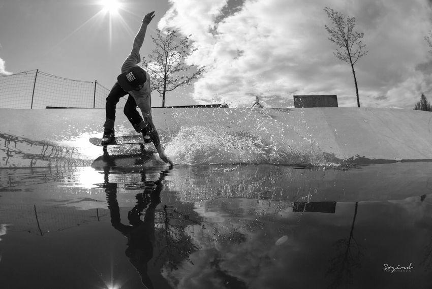 the fload rowes att Koigen skate-park in Hamar. Skater: Olav Martin Ovstad. image taken in may 2013. Skateboarding Norway Water Sport