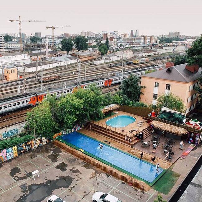 Ещё одна карточка для конкурса Metrophotochallenge2015 Этим летом (которого никто не заметил) москвичи спасались как могли. Oasis флакон Lategram