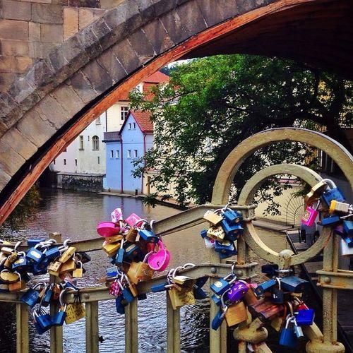 One more from #Prague with plenty of #lovelocks ?❤️? #allshots_ #charlesbridge Igerscz City_bridges Prague Gang_family Charlesbridge Lovelocks Allshots_ Capture_today Loveyoursummer Mashpics Top_masters From_city Pro_shooters Igers_cz