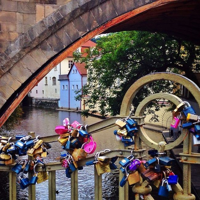 One more from #Prague with plenty of #lovelocks ?❤️? #allshots_ #charlesbridge Igerscz City_bridges Prague Gang_family Charlesbridge Lovelocks Allshots_ Capture_today Loveyoursummer Mashpics Top_masters From_city Pro_shooters Igers_cz