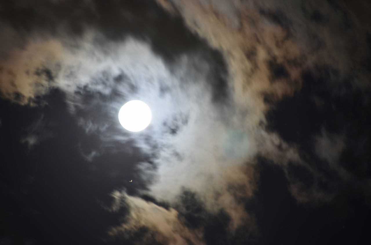 moon, sky, beauty in nature, cloud - sky, nature, astronomy, scenics, sun, no people, outdoors, tranquility, low angle view, sunset, solar eclipse
