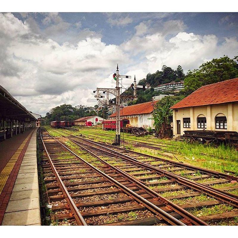 此車站已被一群群中國人佔領...... Kandy SriLanka Railway Railwaystation
