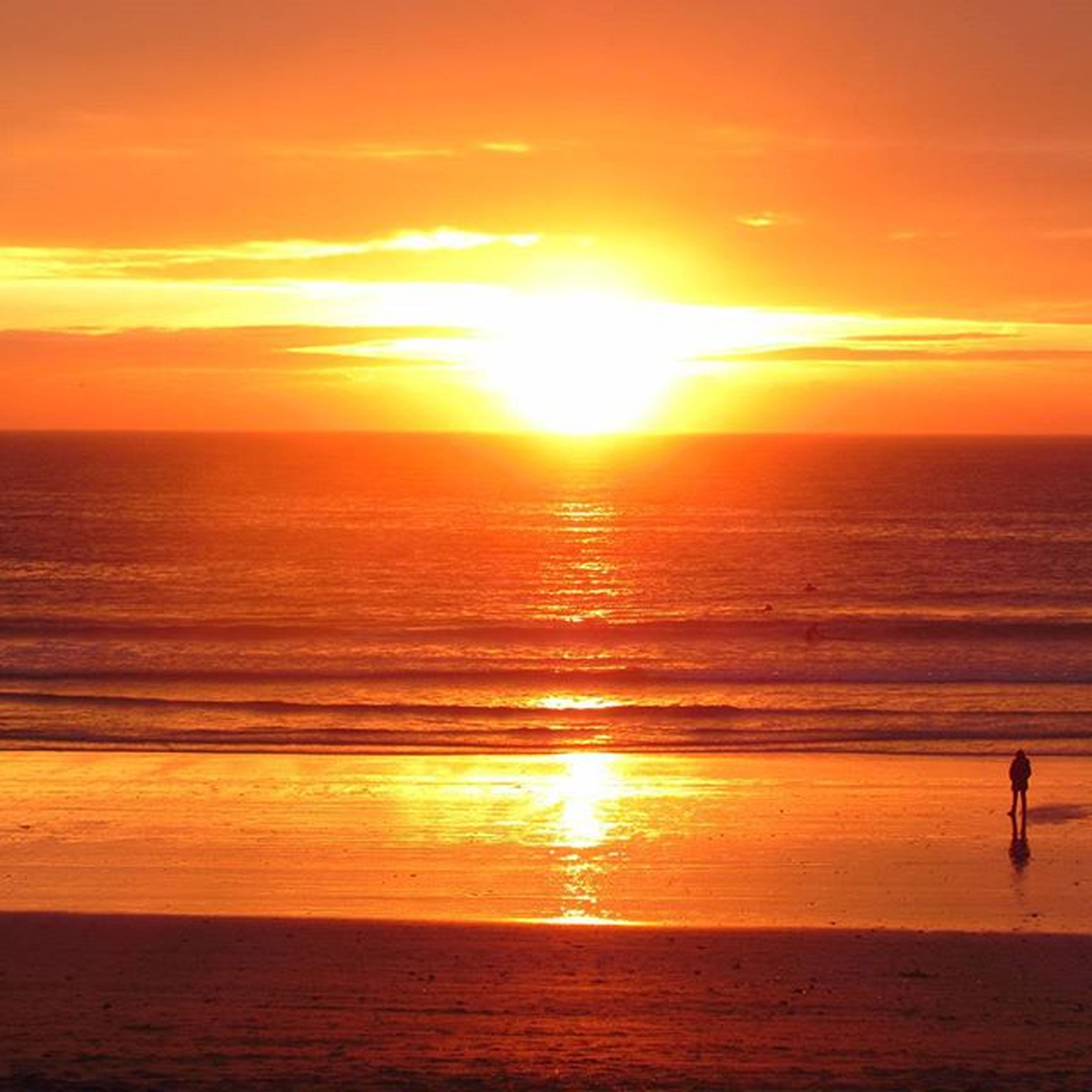 🌅 Surfing days, magic moments with friends... 📷Sunset Lalanzada Surfplaces Galifornia Canonshot Beaches Autumn Surfers Lanzadabeach Galiciancaribbean Magicsunday Sun Galiciacalidade Sea Canon