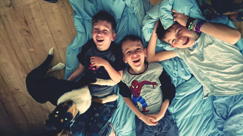 Beautiful stock photos of guten morgen, friendship, cheerful, shouting, young adult