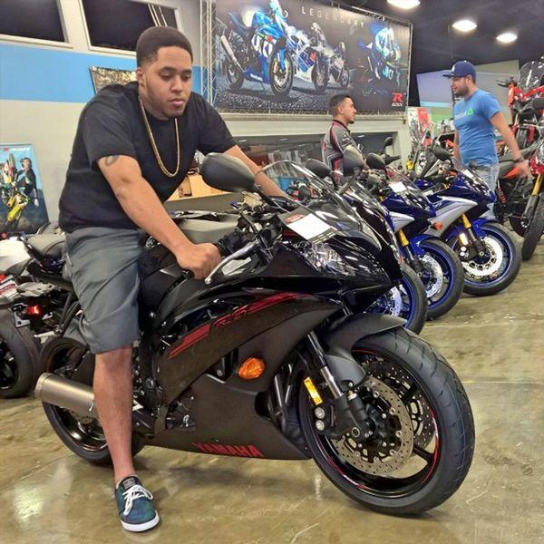 Justin's thinking of going to the dark side with this murdered out 2015 R6!!! Yamaha Kawasaki Suzuki Triumph Ducati Ktm Wheelie R1 R6  Moto Panigale Motogp S1000rr SuperSport Sportbike Gsxr Zx6r Cbr Bmw Motorbike Supermoto Motorcycle Ninja Honda Love picoftheday s1k 636
