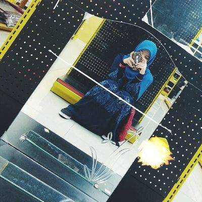 While teman the nenek2 shopping.. I literally will sit anywhere. Sebab lama bebenar nk menunggu nye..