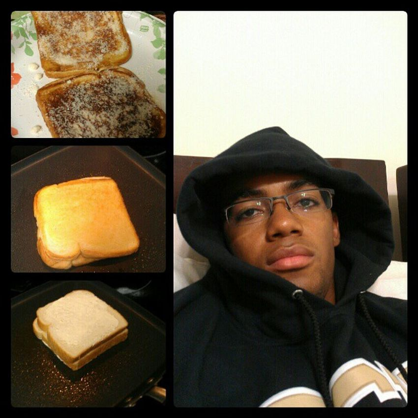 What I do when it's raining too much to go out. Stuffingface Chillmood RainyDays Grilledcheese parmaseancheese perfectmatch