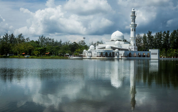 Icon Masjid Malaysia Masjid Terapung Terengganu Tranquility Architecture Building Exterior Built Structure Cloud - Sky Dome Floating Mosque Lake Masjid Terapung Nature No People Outdoors Place Of Worship Reflection Religion Sky Spirituality Terengganu Travel Destinations Tree Water Waterfront