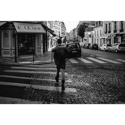 Paris Streetlife Streetphotographyparis Streetphotography Streetphoto Street Paris Fujifilm