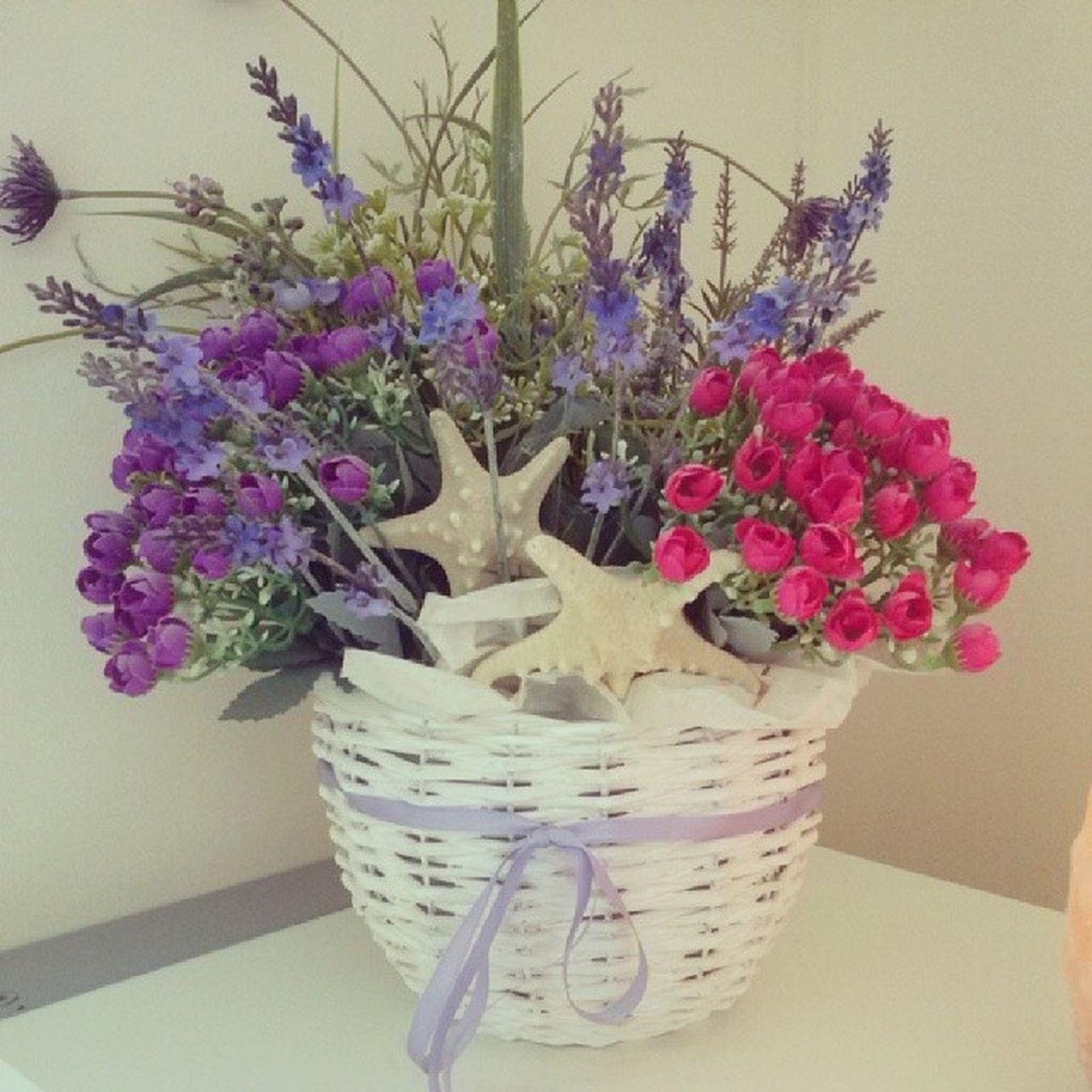 Arrediamo il negozio per la bella stagione! Composizione Floreale Fiori Colori Lilla Fucsia Viola Primavera Yo