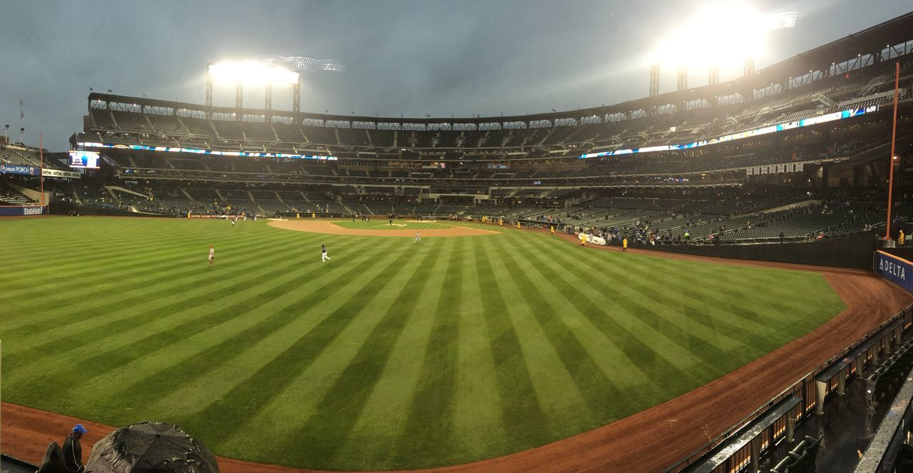 Where Do You Swarm? Queens Baseball Mets this was a great night! Cold and wet but great ?⚾️