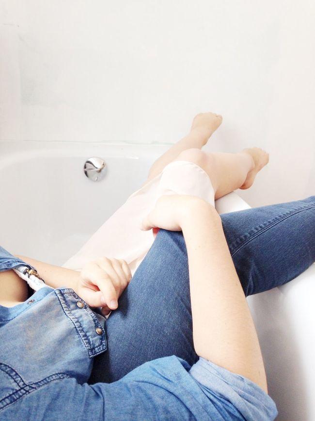 Hangout in tha bathroom. Best Friends Testing New Bathroom
