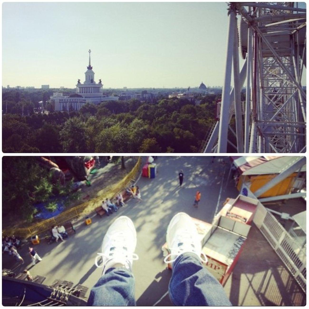 Выходной в ВДНХ Москва ВДНХ колесообозрения фотография лето