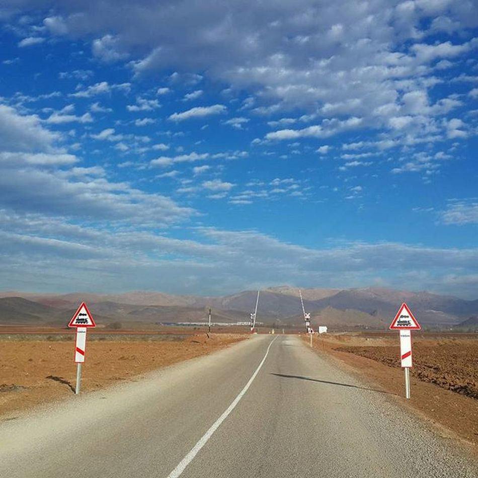 Erzincan Mavigökyüzü Daglar Bulutlar Trengeçiti Karayolu Düştümbenyollara