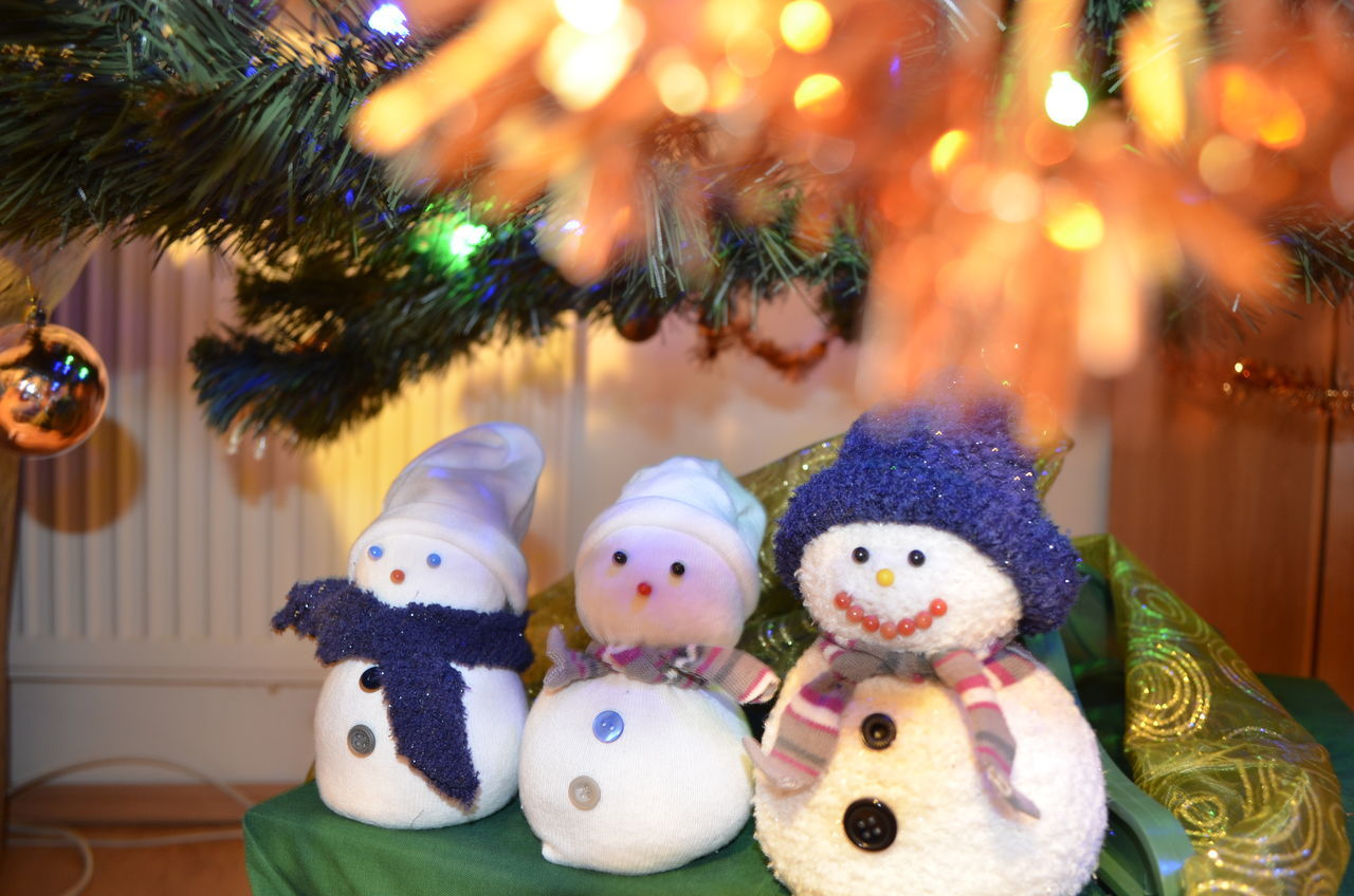Christmas Decorations Christmastime Merry Christmas! Snowmansocks Under The Christmas Tree Beautifully Organized