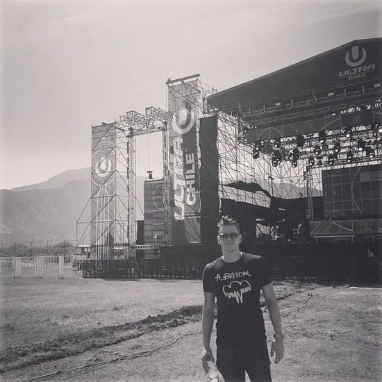 TBT  Soundcheck for Ultra Chile. Singing with the Andies in the background. Epic. One Person Young Adult Outdoors Day Sky Soundcheck Concert Santiago De Chile