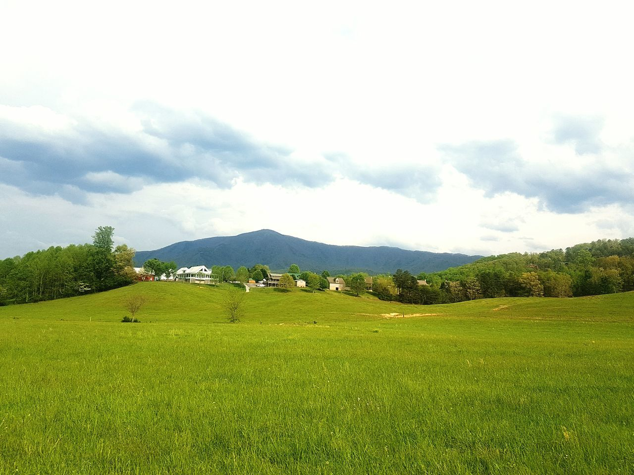 Tenessee Scenery Grass Mountains Rural Scene Nature Houses Eyemgallery Cosy Place Photo By Me Trees Feel The Journey